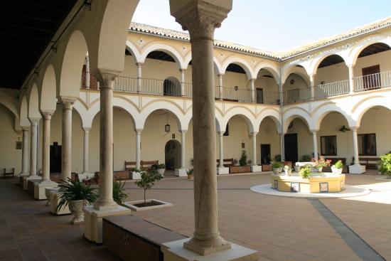 Ecija, Španělsko: Patio principal del convento de Santa Florentina.