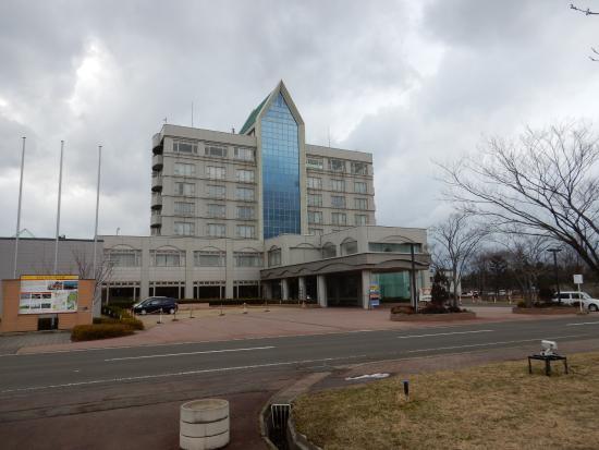 Hotel Sun Rural Ogata: 駐車場からのホテル外観