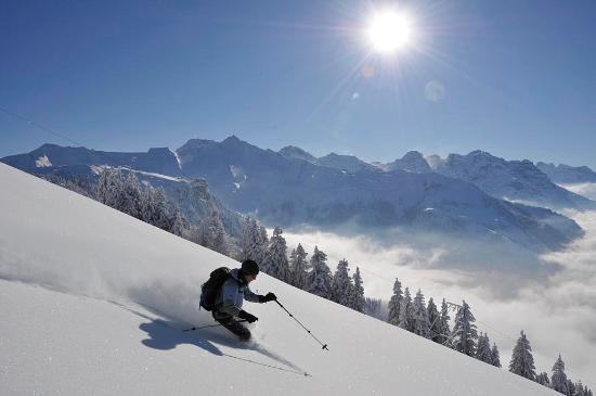 Canton of Nidwalden, Szwajcaria: Tiefschneefahren auf dem Buochserhorn, Buochs