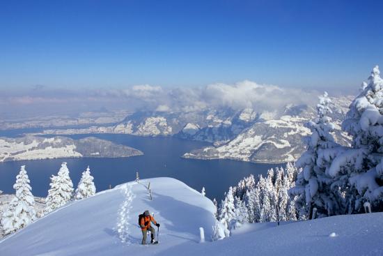 Kanton Nidwalden, Schweiz: Traumhafte Aussicht von der Klewenalp, Beckenried ins Flachland