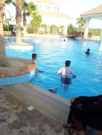 Movenpick Beach Resort Al Khobar: In Main Pool