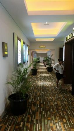 Beachwalk XXI Cineplex Bali: cinema looby