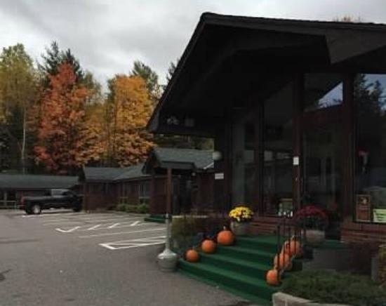 Cedar motor inn 64 8 4 updated 2018 prices motel for Cedar motor lodge marquette mi
