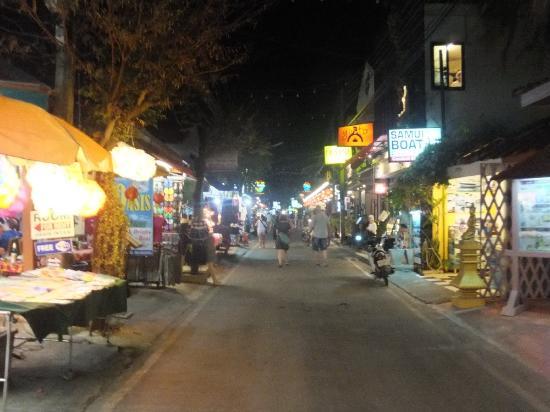 Bophut, Tailândia: all night market