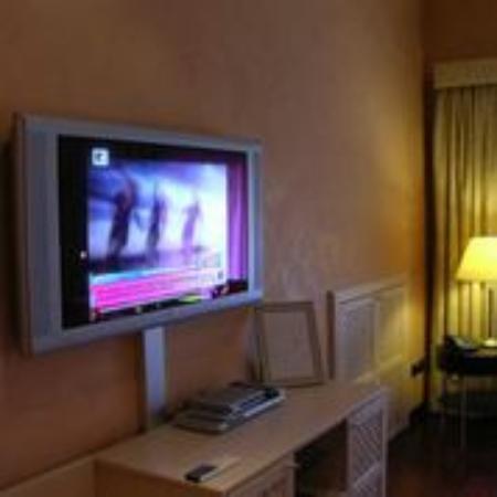 Colosseo Studio Suites : tv