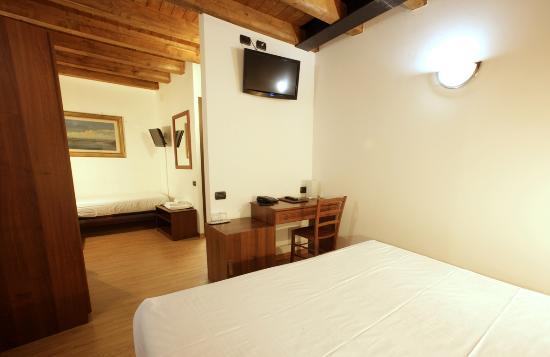 Hotel James Joyce: Camera tripla_James_ Joyce_Hotel_ Trieste