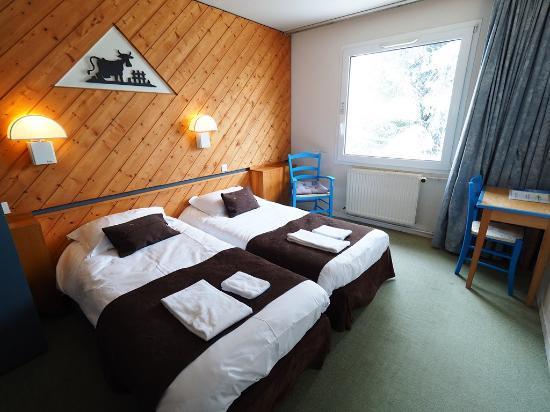 Hôtel La Découverte : 2 lits jumeaux avec salle de douche et WC séparé