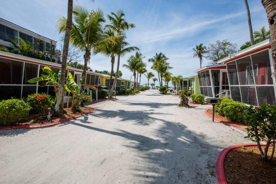 image inn featured on z from hotel prices myers information cottages courtyard sanibel deals anchor hotels room cottage interior island fort entrance and reviews view