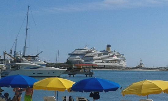 cruise port from great bay beach picture of great bay beach rh tripadvisor ie