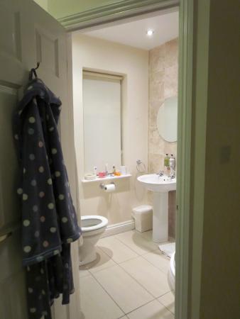 Innocence Rooms West : Deben bathroom