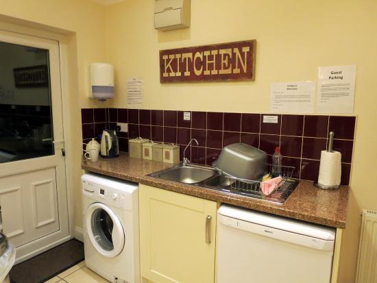 Innocence Rooms West : Kitchen