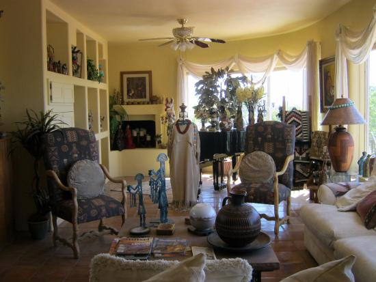 Heward House Bed and Breakfast: Main room