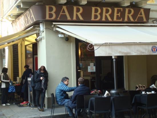 Un altro bar storico foto di quartiere brera milano for Bar madonnina milano
