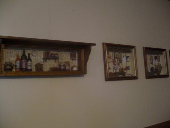 dioramas on dining room wall portneuf s grille lounge picture rh en tripadvisor com hk