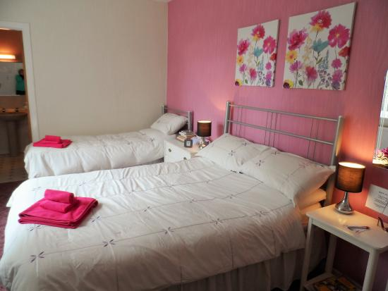 The Cherries Bed and Breakfast: family ensuite