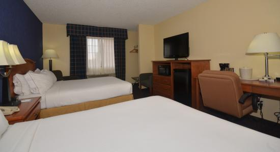 Holiday Inn Express: 2 Queen Beds