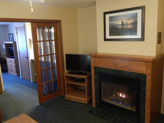 AmericInn Lodge & Suites Sturgeon Bay: 2 Room Suite