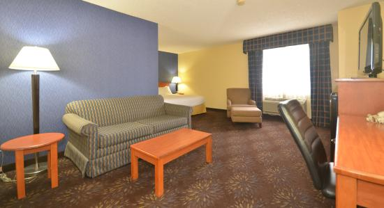 Holiday Inn Express: King Suite