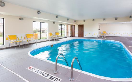 Fairfield Inn & Suites Victoria: Indoor Pool