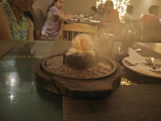 Dining Saga Jalpaan: Sizzling brownie