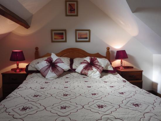 Usk Country Cottages: ash cottage upper double room