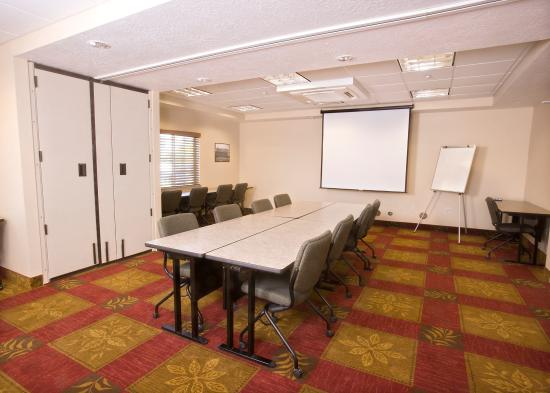 Candlewood Suites Meridian: Meeting Room - Conference Style