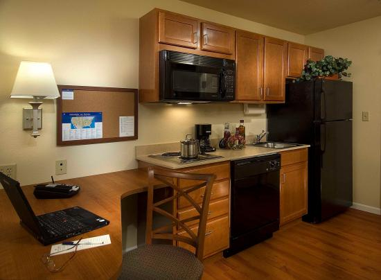 Candlewood Suites Meridian: Fully Equipped Kitchens