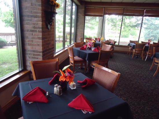 Carlinville, IL: Captains Table Restaurant