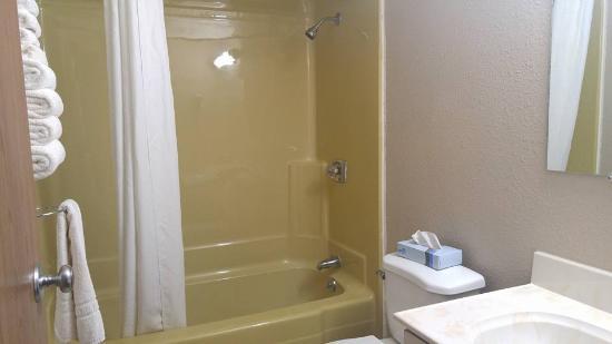 Bowman, ND: Bathroom