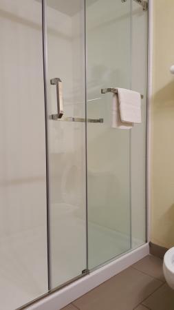 Baymont by Wyndham Marion: Bathroom