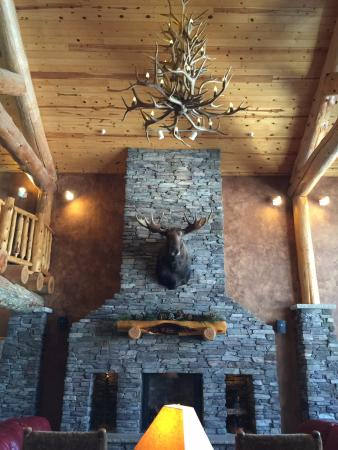 Whitefish Lodge and Suites: beautiful lobby