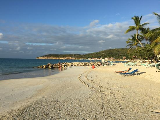 Buccaneer Beach Club: You just can't beat the beach!