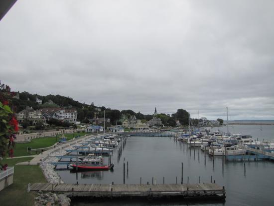 Chippewa Hotel Waterfront: Calm marina
