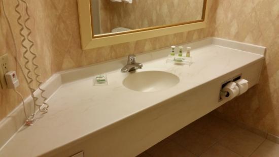 Country Inn & Suites by Radisson, Newark Airport, NJ Photo