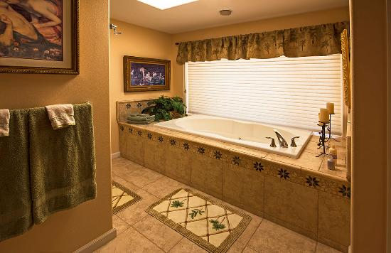Thompson Falls, MT: Suite bathroom