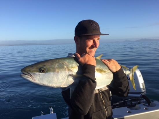 Mangawhai, นิวซีแลนด์: 8.30am first nice fish onboard. Sammy with the first of many Kingis.