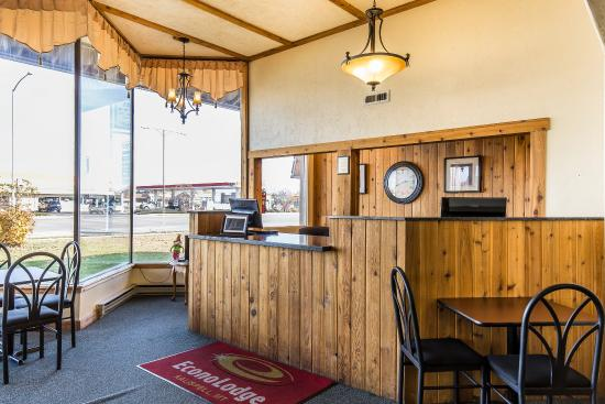 Econo Lodge Kalispell: Front Desk