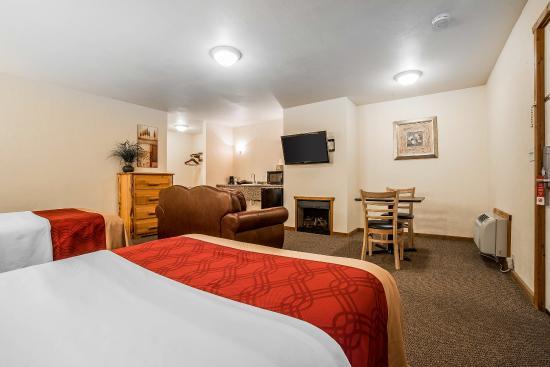 Econo Lodge Kalispell: Queen Suite