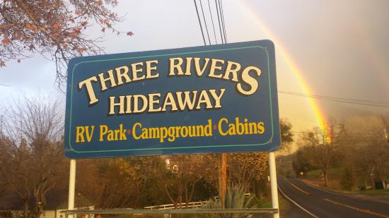 Three Rivers Hideaway: Located 3.5 miles from the National Sequoia Park