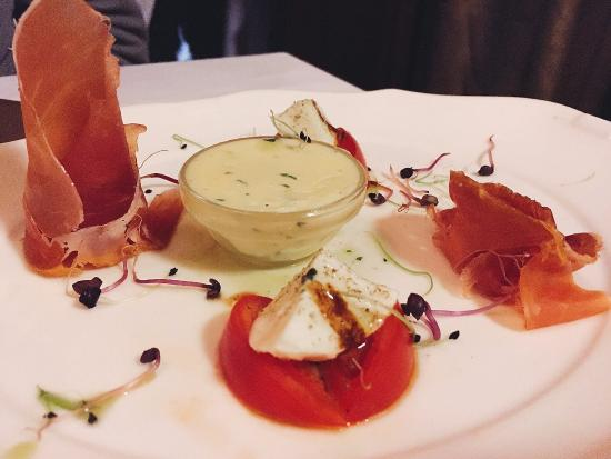 Comme Chez Soi: Antipasto brought to the table, even before ordering our meal