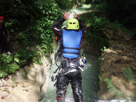 คาบาเรต, สาธารณรัฐโดมินิกัน: one of the jumps along the river
