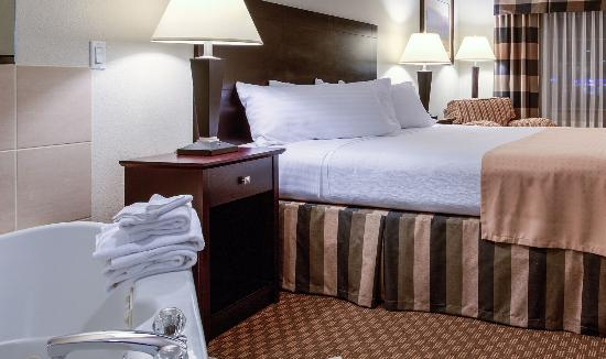 Gresham, Oregón: King Guestroom with Jetted Tub