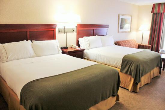 Wilmington, OH: Queen Bed Guest Room