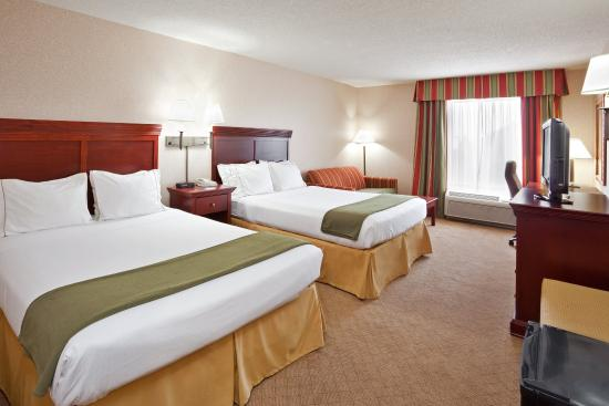 Wilmington, Ohio: Two queen beds for the tired traveler.