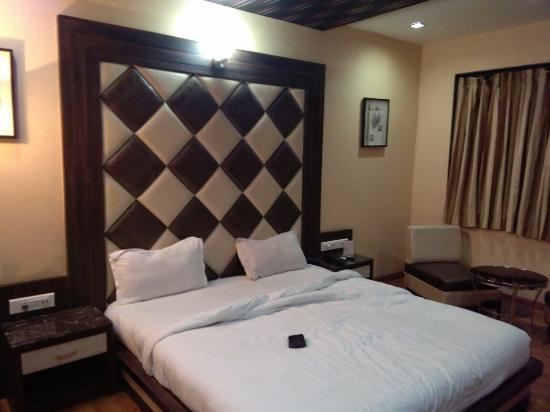 Hotel Sheetal International Rain Basera