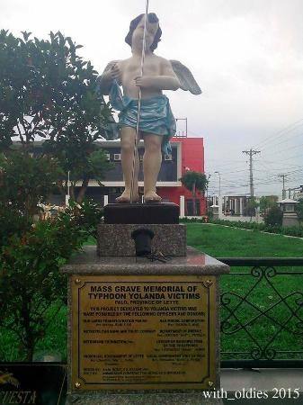 Palo, Filippinene: The marker of the Memorial of Typhoon Yolanda victims