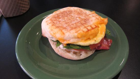 Tod Mountain Cafe: Fully Loaded Breakfast (english) Muffin