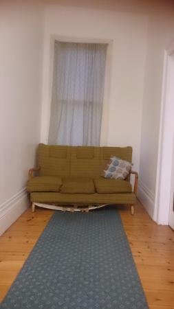Arthouse Hostel : Furniture in the 1st floor hallway used as sitting area.