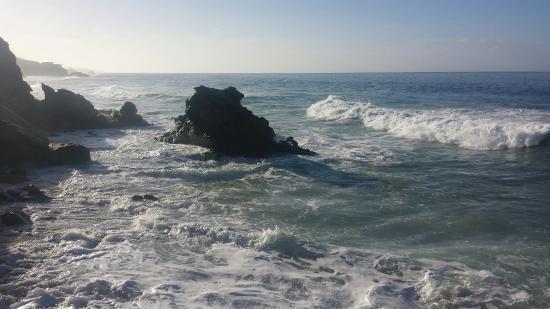 La Casa del Camino: Beach is a short walk away from the hotel.