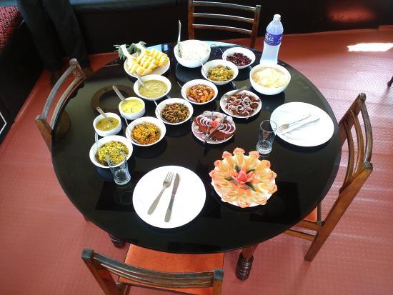 Saha Yathri Tours: Food in houseboat